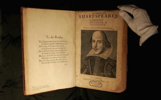 """Δημοπρατείται το """"First Folio"""", ένα από τα σπανιότερα βιβλία του Σαίξπηρ"""