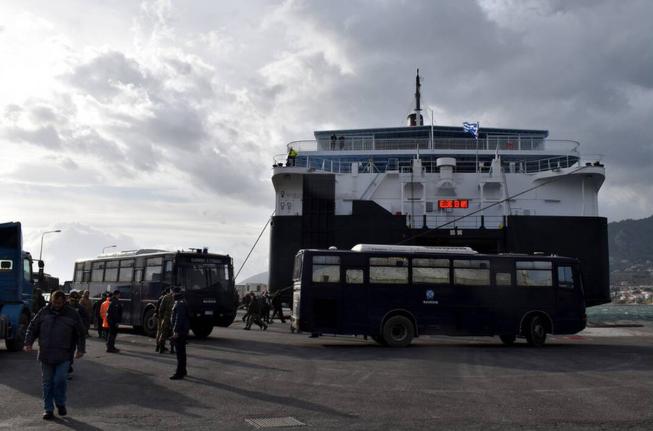 Προσφυγικό: Άτακτη υποχώρηση μετά την καταστολή σε Χίο, Λέσβο