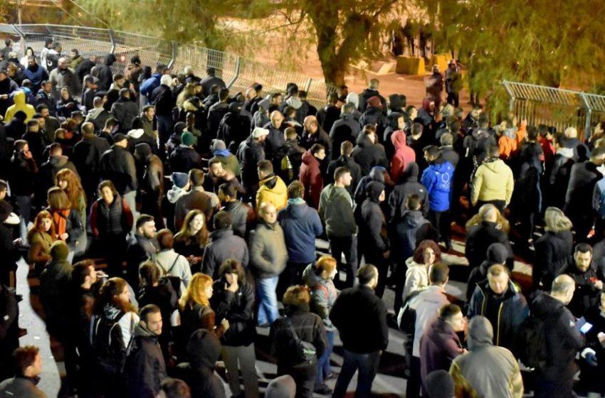Κλειστές δομές: Mε γενική απεργία στην κυβερνητική καταστολή απαντούν οι νησιώτες (vid)
