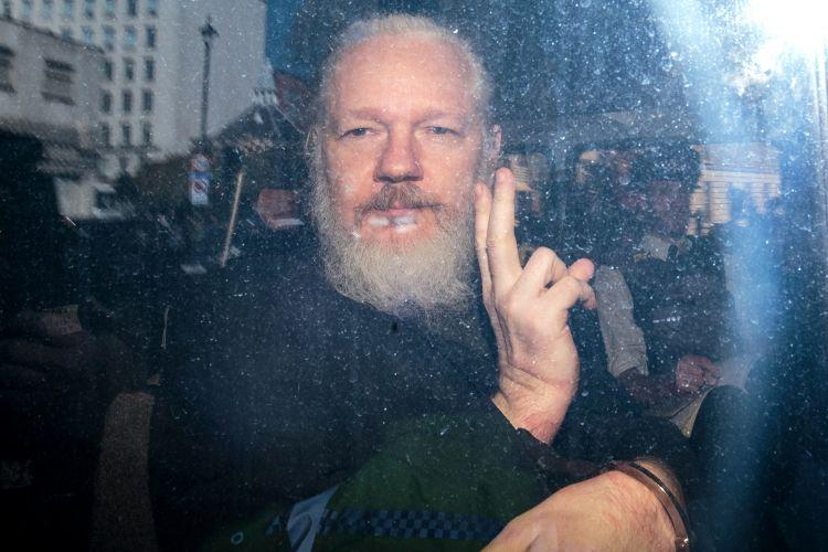 WikiLeaks: Ο Τραμπ προσέφερε χάρη στον Ασάνζ – Τι του πρότεινε