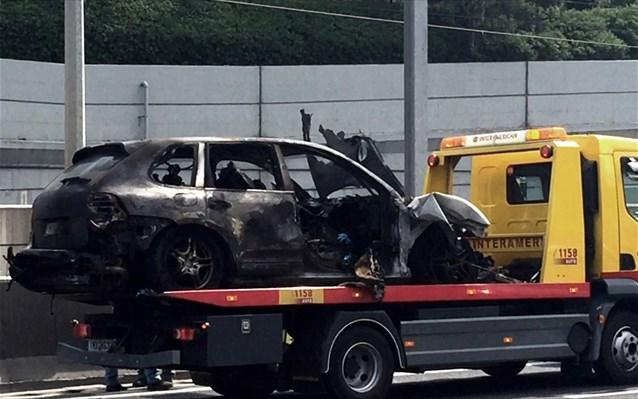 Αυτοκίνητο τυλίχθηκε στις φλόγες στην Αττική Οδό (vid)