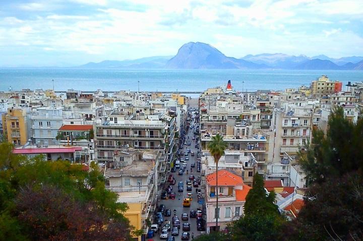 Περιορισμός στην παραλιακή ζώνη της Πάτρας – Μπήκαν κιγκλιδώματα