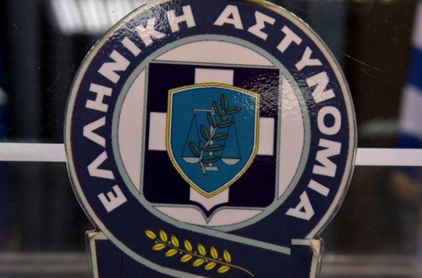 Σύλληψη ιδιοκτήτη σπιτιού στον Πειραιά και πρόστιμα σε 11 καλεσμένους