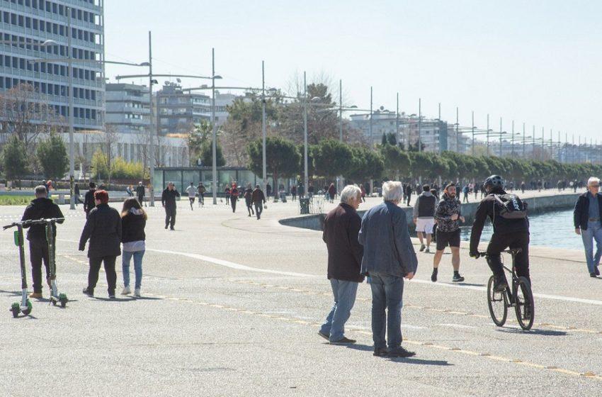 Θεσσαλονίκη: Με ντουντούκες καλούν τον κόσμο να μείνει σπίτι (vid)