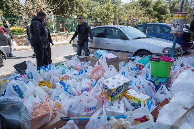 """Ο """"Ρουβίκωνας"""" παρέδωσε είδη πρώτης ανάγκης στο Γηροκομείο Αθηνών"""