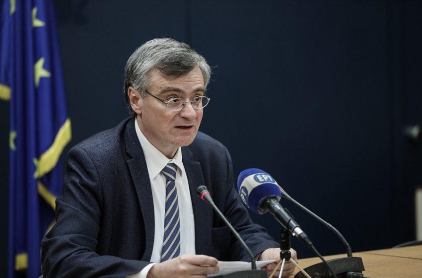 """""""Επιστράτευση"""": Έκτακτες ανακοινώσεις Τσιόδρα για τους εμβολιασμούς"""