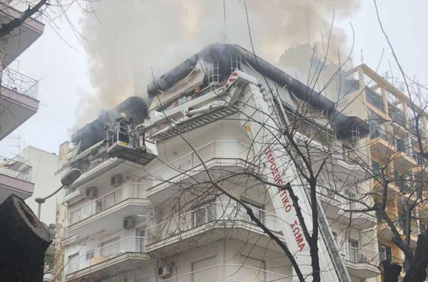 Φωτιά σε διαμέρισμα στο κέντρο της Θεσσαλονίκης – Νεκρό ζευγάρι ηλικιωμένων (vid)