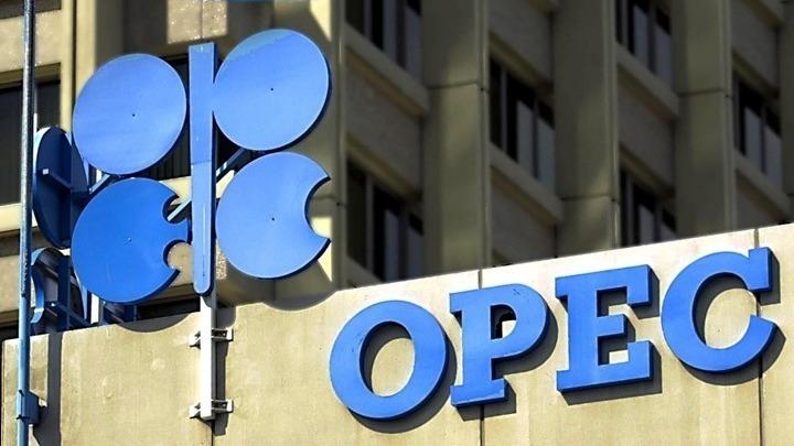 Καταρρέουν οι διεθνείς τιμές του αργού πετρελαίου