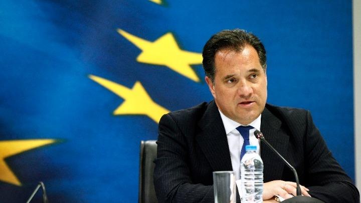 Ο Άδωνις Γεωργιάδης κατέθεσε τη μισή βουλευτική του αποζημίωση στη μάχη κατά του κοροναϊού