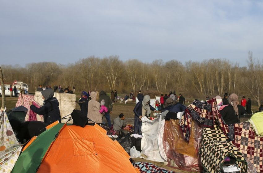 Απομακρύνει τους πρόσφυγες από τα σύνορα η Τουρκία