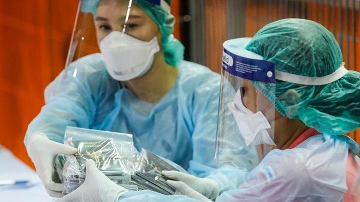 Δοκιμάζουν «κοκτέιλ» με φάρμακο για το AIDS κι ένα στεροειδές κατά του κοροναϊού