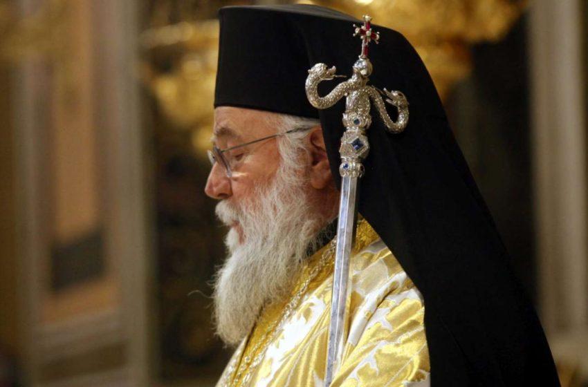 Εκτός γραμμής Ιεράς Συνόδου ο Κερκύρας: Έκκληση να αποφεύγουν εκκλησιασμό όσοι έχουν συμπτώματα