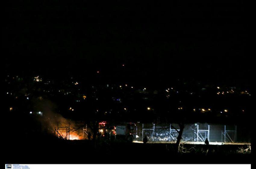 «Κόλαση» στον Έβρο: Μάχη των ΜΑΤ με άτομα που επιχείρησαν να ρίξουν τον φράχτη (vids)