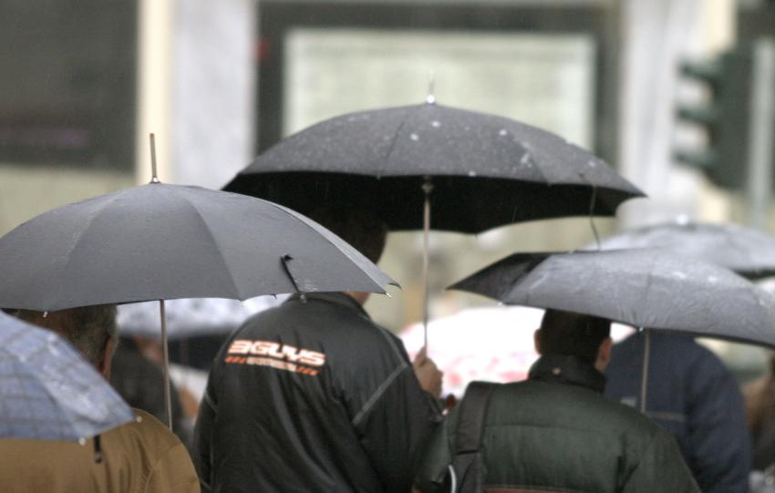 Σφοδρή βροχόπτωση τη νύχτα στα Ιωάννινα – Συνεχίζεται η κακοκαιρία