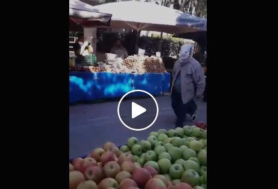 Viral: Παππούς πάει στη λαϊκή με αυτοσχέδια μάσκα… από πάνα βρακάκι (vid)