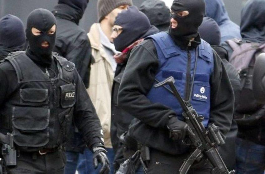 Παρίσι: Ανθρωποκυνηγητό για το δράστη που πυροβόλησε σε τζαμί