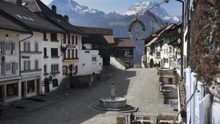 Πρόταση-ΣΟΚ στην Ελβετία: Εκτός ΜΕΘ θα μένουν οι αρνητές της πανδημίας