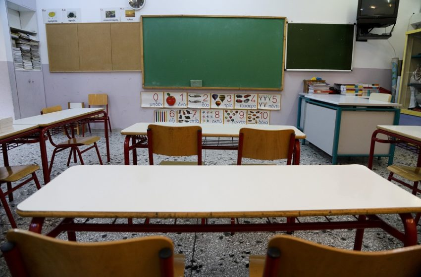 Κεραμέως: Μείωση ύλης των πανελληνίων – Στο τραπέζι όλα τα σενάρια για τα σχολεία