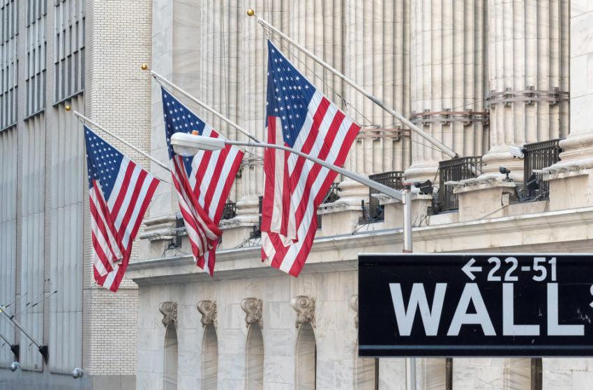 """Κατρακυλάει η Wall Street μετά τη """"βόμβα"""" Τραμπ – Αντιδρούν οι Δημοκρατικοί"""