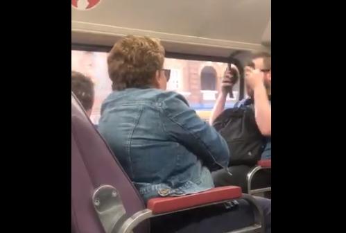 """""""Αρπάχτηκαν"""" σε τρένο λόγω κοροναϊού"""