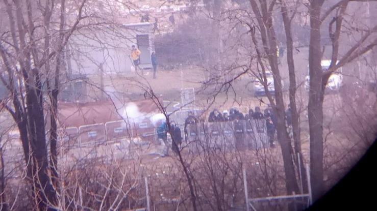 Έβρος: Τουρκική διμοιρία ρίχνει δακρυγόνα στην ελληνική πλευρά (vid)