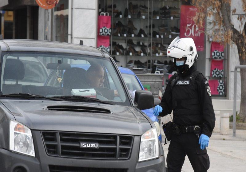 Συνεχίζονται οι αστυνομικοί έλεγχοι για μάσκες και μετακινήσεις