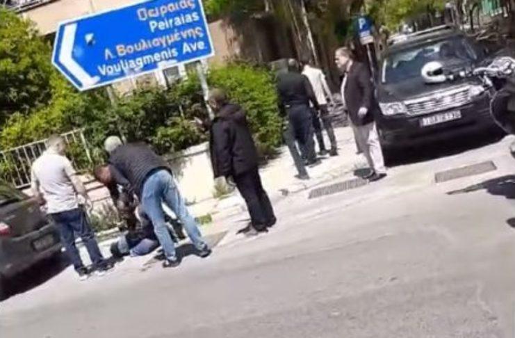 """Παίρνει πολιτικές διαστάσεις το επεισόδιο με τον αστυνομικό- """"Ποιος είναι ο επίσημος;"""", ρωτά ο ΣΥΡΙΖΑ τον Χρυσοχοϊδη…"""