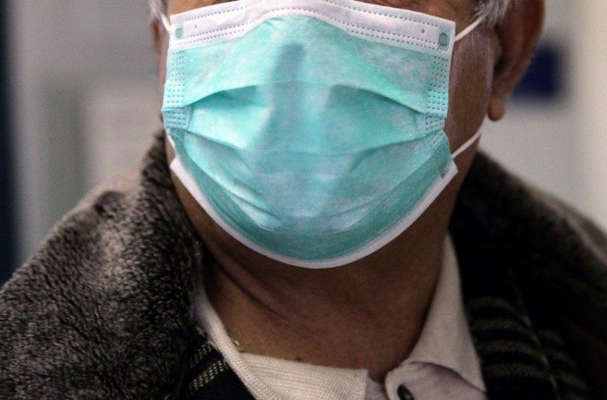 ΕΚΠΑ: Πως η μάσκα συμβάλλει στην επιβράδυνση της πανδημίας
