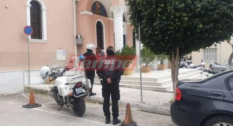 Πάτρα: Δεκάδες πιστοί σε εκκλησία – Η αστυνομία μοίρασε πρόστιμα