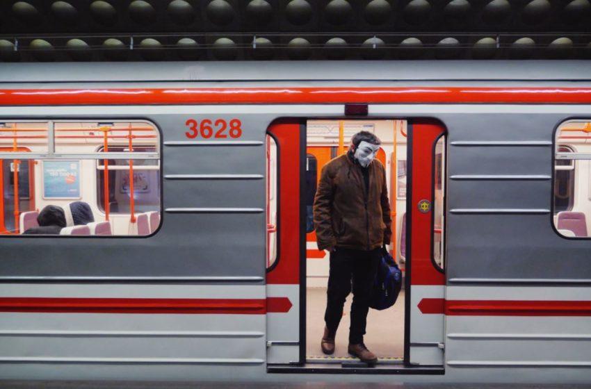 Σε τρεις φάσεις η προσέλευση στην εργασία το πρωί- Στο μετρό και τα λεωφορεία με μάσκες