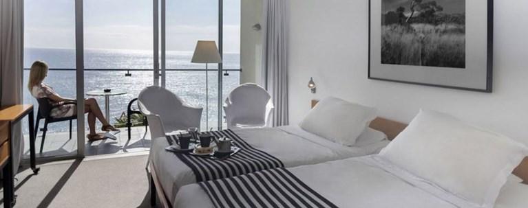 """Πρωϊνό (μόνο) στο δωμάτιο,πλεξιγκλάς και """"check in-out"""" εξ αποστάσεως στα ξενοδοχεία- Τι αλλάζει στις καλοκαιρινές διακοπές"""