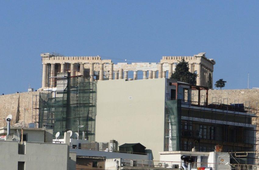 """Το ΚΑΣ """"γκρεμίζει"""" δύο ορόφους του ξενοδοχείου στην Ακρόπολη"""