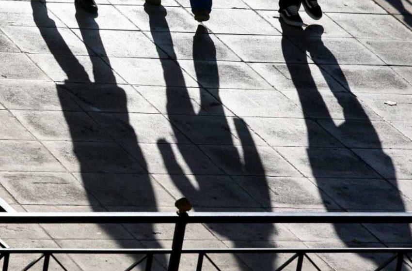 """Λουκέτο ή απολύσεις """"βλέπει"""" ένας στους 4 επαγγελματίες στην Ελλάδα"""