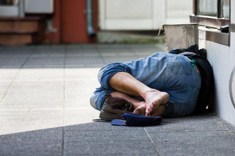 Απίστευτο: Στο Ρέθυμνο έκοψαν κλήση σε άστεγο επειδή ήταν στο δρόμο