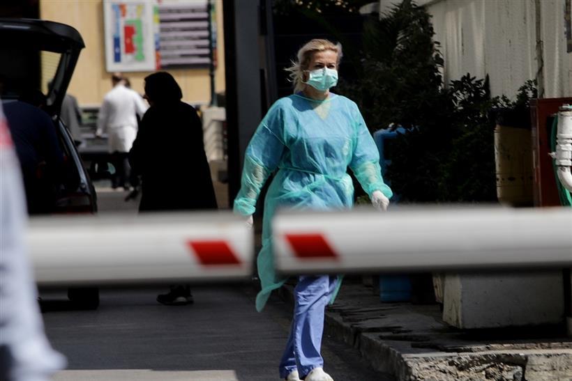 Κραυγή ΟΕΝΓΕ: 92 γιατροί νοσούν, 450 είναι σε καραντίνα- Δεν φτάνουν μάσκες στα νοσοκομεία!