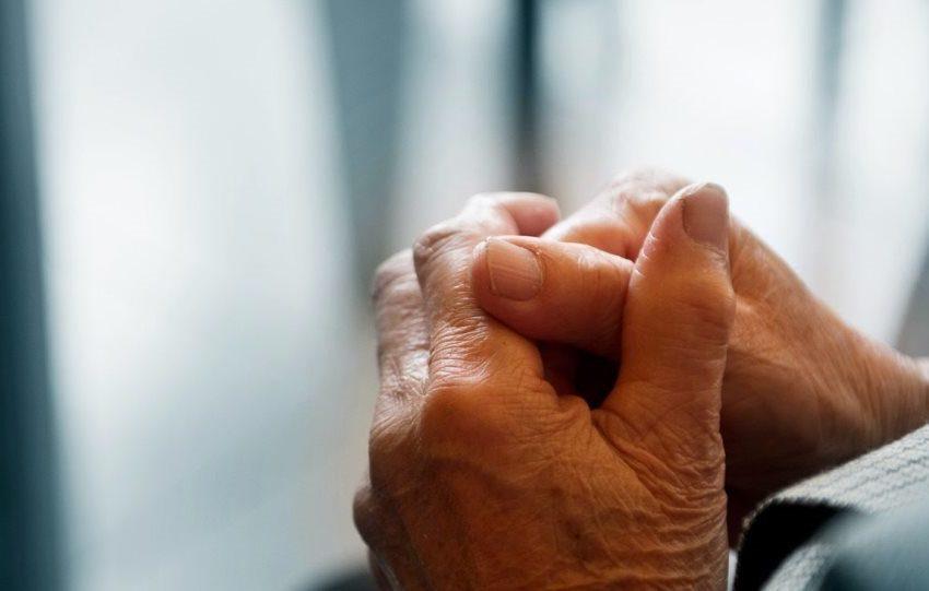 Δράμα στα Ιωάννινα: Νεκρός τρόφιμος του γηροκομείου – Εγκλωβισμένοι οι ηλικιωμένοι