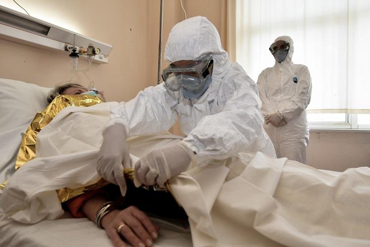 Πεθαίνουν εννέα στους δέκα ασθενείς που διασωληνώνονται