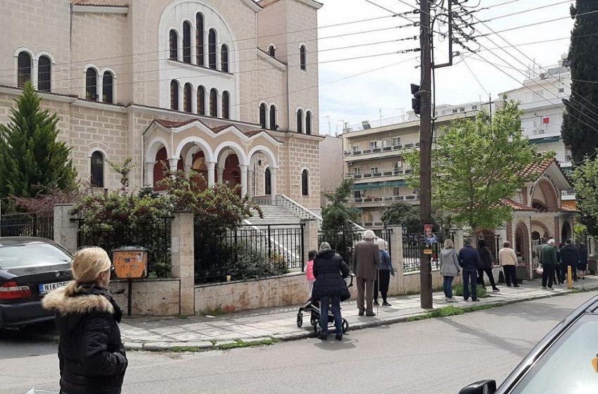 """Τα παρατράγουδα της Μ. Παρασκευής: Η εγκύκλιος για ανοιχτές εκκλησίες και τα… """"στραβά μάτια"""" της αστυνομίας"""