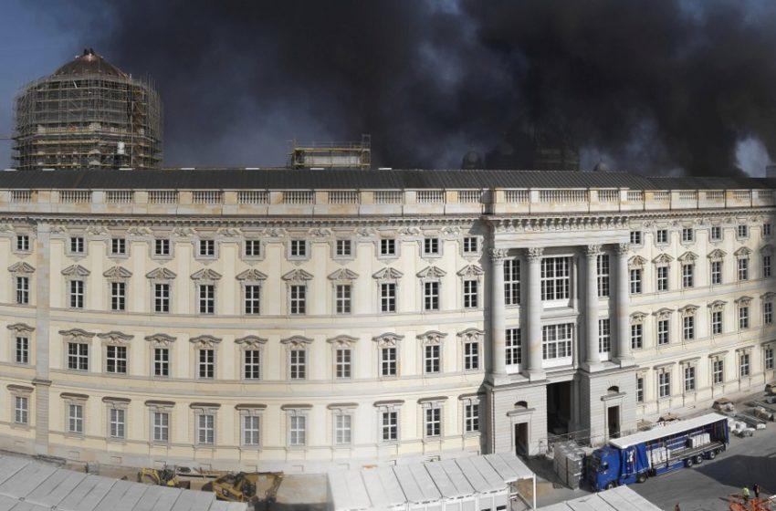 Πυρκαγιά στο Ανάκτορο του Βερολίνου (vid)