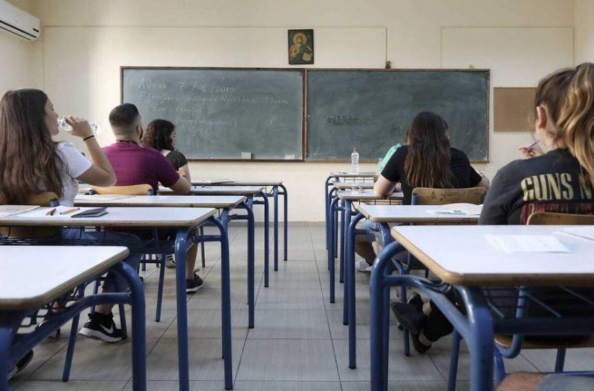 Διευρύνεται η εξ αποστάσεως εκπαίδευση – Μάθημα στον πίνακα και στον υπολογιστή την ίδια ώρα