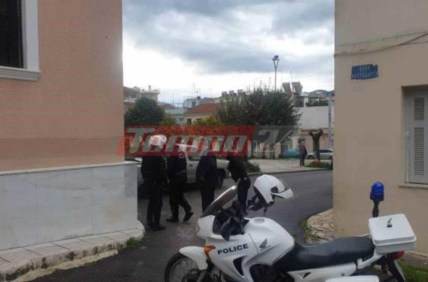 Πάτρα: Μπλόκο της αστυνομίας σε ηλικιωμένους έξω από εκκλησία – Ένταση και πρόστιμα