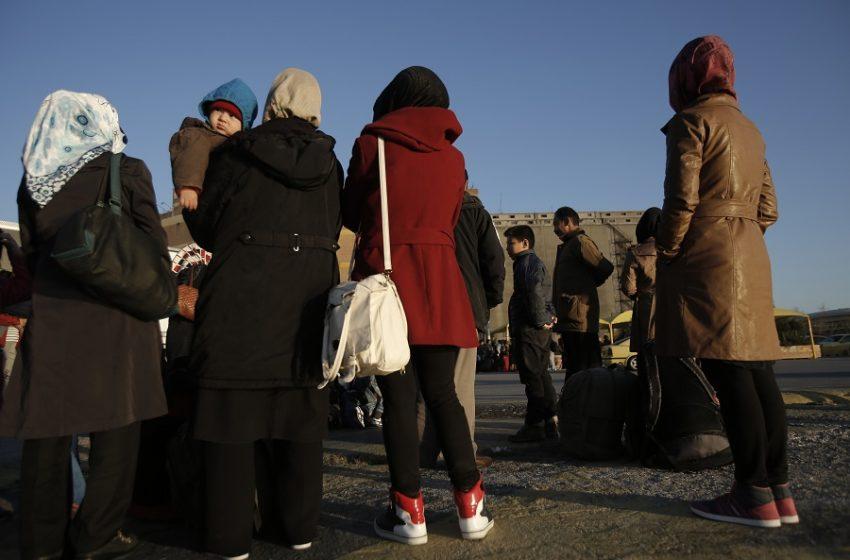 Νέος συναγερμός στα σύνορα: Συγκέντρωση προσφύγων στα τουρκικά παράλια – Πληροφορίες ότι ήταν σε καραντίνα για κοροναϊό