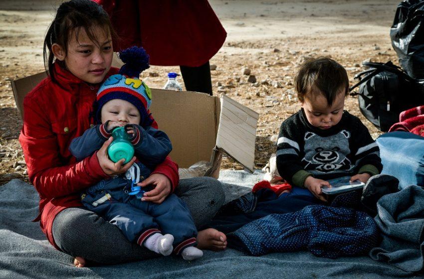 Die Zeit: Εξευτελιστικό να παίρνουμε μόνο 50 προσφυγόπουλα από την Ελλάδα