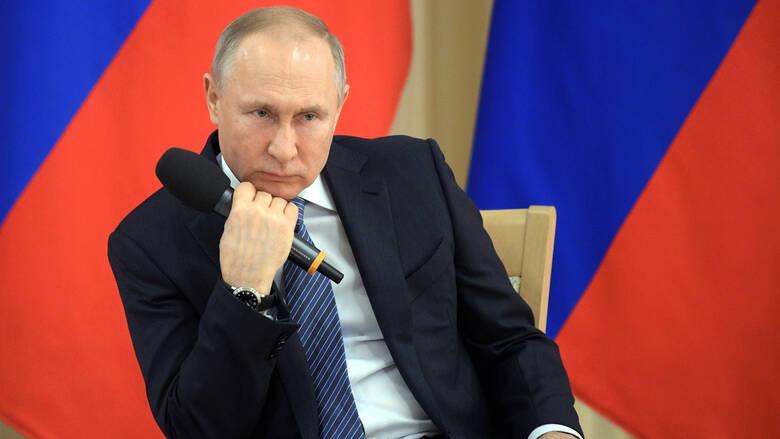 """Χαράτσι 15% θέλει να """"βάλει"""" ο Πούτιν στους πλούσιους Ρώσους"""