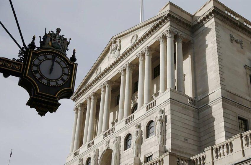 """Απόφαση σταθμός στη Βρετανία: """"Κόβει"""" χρήμα η κεντρική τράπεζα για την κορονοκρίση"""
