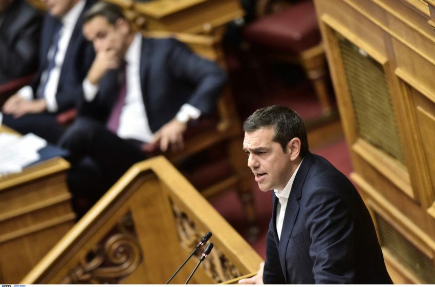 """Αντιπολιτευτικό μπαράζ από Τσίπρα για το """"φιάσκο των voucher"""" ενόψει της μάχης στη Βουλή"""