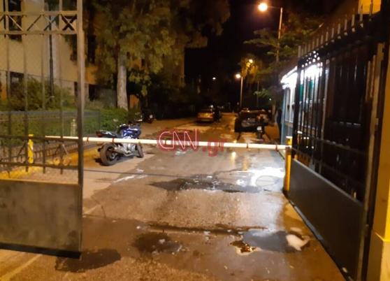 Πυρπόλησαν αυτοκίνητα μέσα στα δικαστήρια της Ευελπίδων