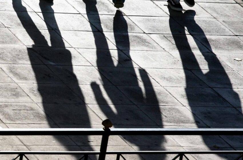 Πανευρωπαϊκή έρευνα: Δυο στους τρεις Έλληνες δεν τα βγάζουν πέρα