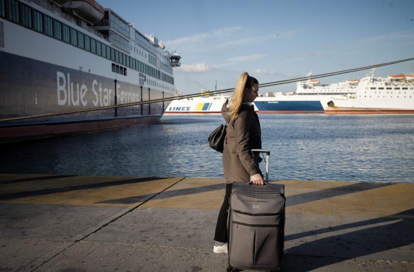Άρση περιορισμών: Κίνηση στο λιμάνι του Πειραιά