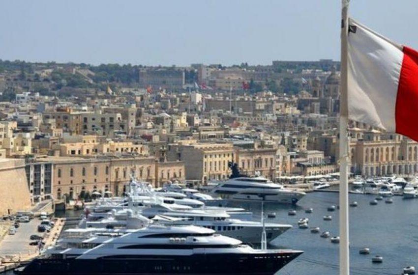 """Μάλτα: Μπήκε στην πράσινη λίστα της Βρετανίας αλλά βάζει """"φρένο"""" στους βρετανούς τουρίστες"""